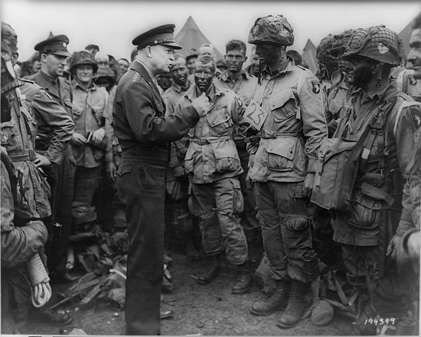 eisenhower talks to paratroopers in cargo pants